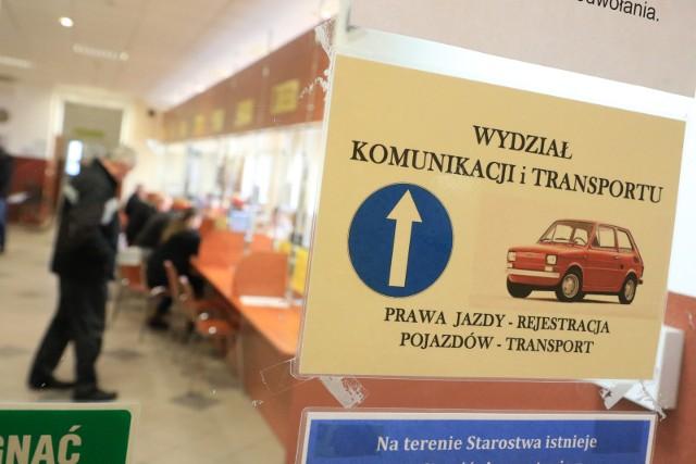 Nawet 1 tys. zł kary zapłacą osoby, które nie zgłoszą w urzędzie transakcji kupna lub sprzedaży samochodu lub nie zarejestrują auta sprowadzonego z zagranicy.