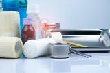 Opatrunek – jaki rodzaj wybrać i kiedy stosować? Co daje opatrunek ze srebrem, okluzyjny, hydrożelowy i hydrokoloidowy?
