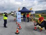 Policyjna kontrola przy drodze wojewódzkiej w rejonie Wojnicza [ZDJĘCIA]