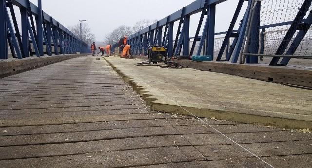 Remont mniejszego z obornickich mostów na Warcie zakończył się we wtorek. Auta znów mogą korzystać z przeprawy
