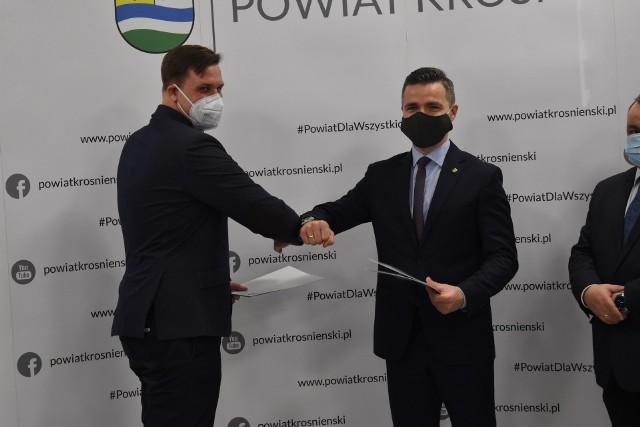 3 marca w siedziby firmy Iwaniccy Meble Tapicerowane doszło do podpisania umowy na kompleksową przebudowę ulicy Kresowej w Gubinie.