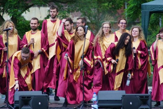 W Amfiteatrze w Starym Korycie Warty wystąpił w niedzielę Gospel Joy, najbardziej znany w Polsce zespół gospel. Koncert zorganizowano w ramach akcji Rzeka warta Poznania. Niestety, zarówno artystów, jak i widzów zaskoczył ulewny deszcz.
