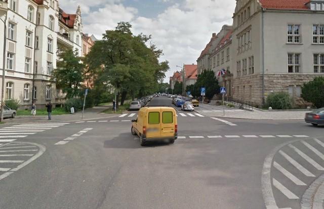 Przez Norwida i Smoluchowskiego prowadzi objazd, wyznaczony po zamknięciu Curie-Skłodowskiej