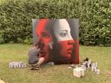 Stulecie relacji szwajcarsko-polskich. Niezwykłe dzieło street-art powstało w Łazienkach Królewskich. Autorami PIEKSA i Fabian Florin