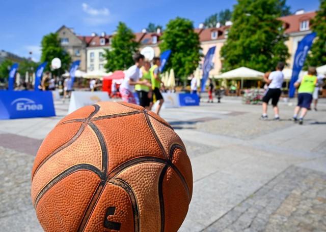 ENEA Streetball 2021 w Białymstoku. Na Rynku Kościuszki rozegrano turniej koszykówki