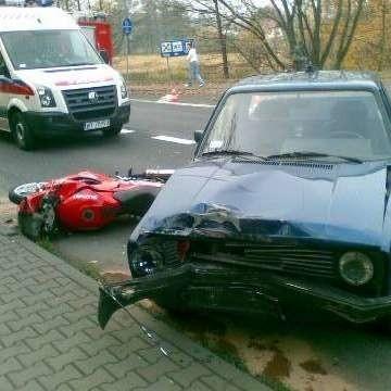 Kierowca volkswagena nie ustąpił pierwszeństwa przejazdu i zderzył się z motocyklem. Kierowca jednośladu trafił do szpitala.