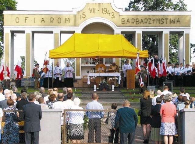 Mszę odprawiono w niedzielę w Mauzoleum Ofiar Barbarzyństwa