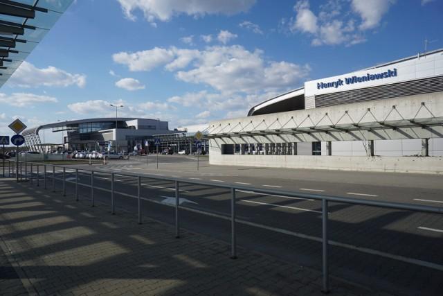 Lotnisko Ławica w Poznaniu co roku obsługuje setki tysięcy pasażerów. Wielu podróżnych zastanawia się jak dojechać na lotnisko Ławica w Poznaniu, gdzie można zaparkować samochód czy ile kosztuje parking na poznańskim lotnisku. Przedstawiamy najważniejsze informacje o tym jak dojechać na lotnisko w Poznaniu, gdzie zostawić samochód czy ile kosztuje parking.