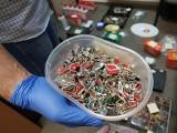 Pracownik sokólskiej firmy produkującej biżuterię ukradł kosztowności i chemikalia do jej obróbki warte 170 tys. zł (zdjęcia)