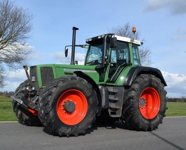 """W tym roku od stycznia do września (włącznie) gospodarze zarejestrowali w Polsce 13 311 używanych traktorów. Rok temu w tym samym okresie zarejestrowano 12 818 ciągników z drugiej ręki. !function(e,t,n,s){var i=""""InfogramEmbeds"""",o=e.getElementsByTagName(t)[0],d=/^http:/.test(e.location)?""""http:"""":""""https:"""";if(/^\/{2}/.test(s)&&(s=d+s),window[i]&&window[i].initialized)window[i].process&&window[i].process();else if(!e.getElementById(n)){var a=e.createElement(t);a.async=1,a.id=n,a.src=s,o.parentNode.insertBefore(a,o)}}(document,""""script"""",""""infogram-async"""",""""https://e.infogram.com/js/dist/embed-loader-min.js"""");Ciągniki używaneInfogram"""