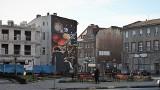 ŻAGAŃ. Przy rynku na ścianie jednej z kamienic powstał ogromny mural Johannesa Keplera