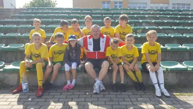 Piłkarze Sport Perfect rocznika 2009/2010 pod wodzą trenera Wiesława Wragi na obozie w Żyrardowie