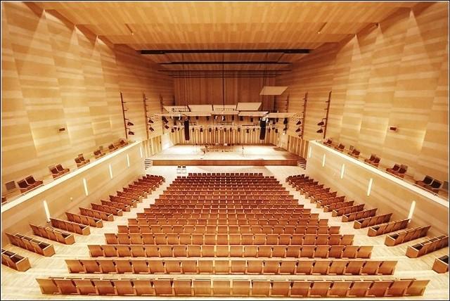 Budynek filharmonii może się podobać. Trudno jednak nie zauważyć, że inne rzeczy niekoniecznie współgrają z rozmachem inwestycji.