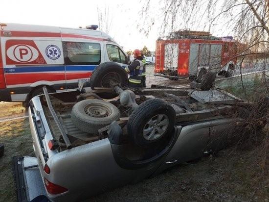 W miejscowości Kąty, gmina Słupca, doszło do wypadku. Kierujący mitsubishi nie opanował pojazdu. Auto wpadło z drogi i dachowało. Zobacz więcej zdjęć ---->