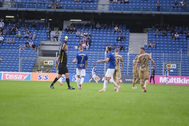 Nika Kwekweskiri już raz w tym sezonie osłabił swój zespół. W meczu z Pogonią dostał czerwoną kartkę.