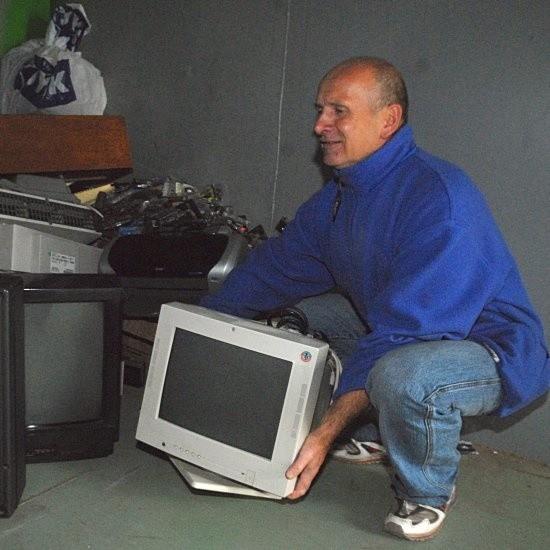 - Stary monitor stał w domu i stale myślałem, co z nim zrobić. Aż wreszcie trafiła się okazja, aby się go pozbyć - mówił nam w sobotę Zbigniew Cetnar.