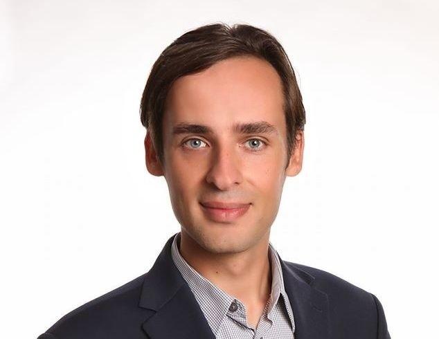 Dominik Nowak organizuje pracę statystów i epizodystów na planach filmowych.