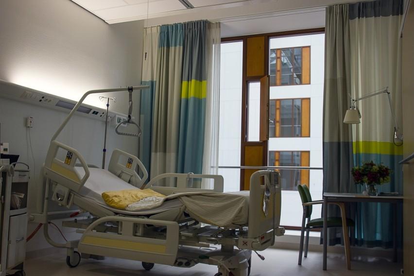 Dramat W Szpitalu Kobieta Karmiła Dziecko Piersią Spadła Z