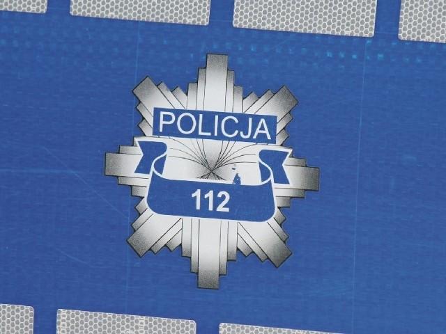 Za fałszywe powiadomienie policji grozi grzywna, areszt lub kara ograniczenia wolności.