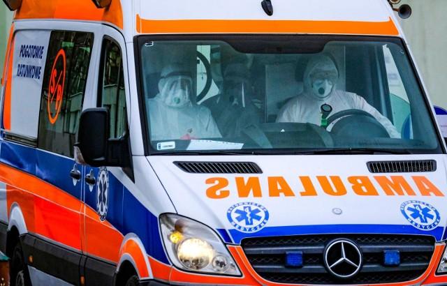 02.04.2020 Toruń, specjalistyczny szpital miejski przy Batorego, ewakuacja pacjentów zarażonych koronawirusem z oddzialu hematologii.