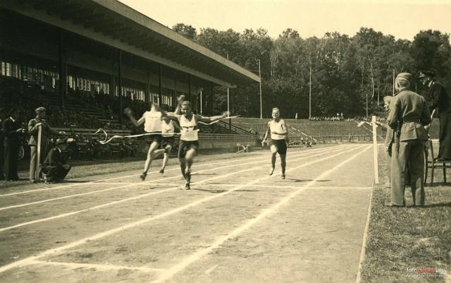 Lekkaotletyczne zawody na ówczesnym stadionie im. Alberta Forstera (rok 1942)