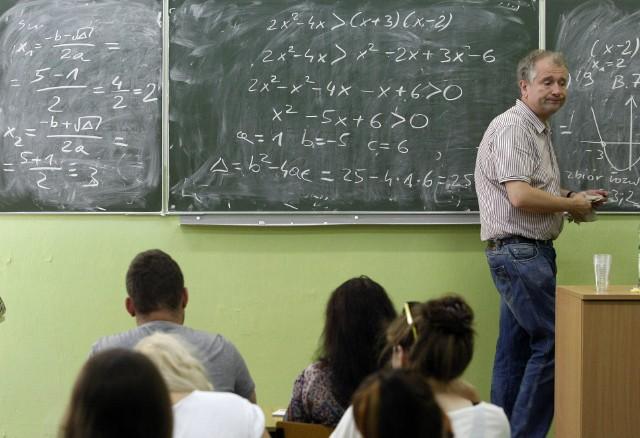 Zgodnie z ustawą okołobudżetową podpisaną przez Prezydenta, nauczyciele otrzymali od 1 września 2020 roku kolejną podwyżkę. Wyniosła ona 6%.