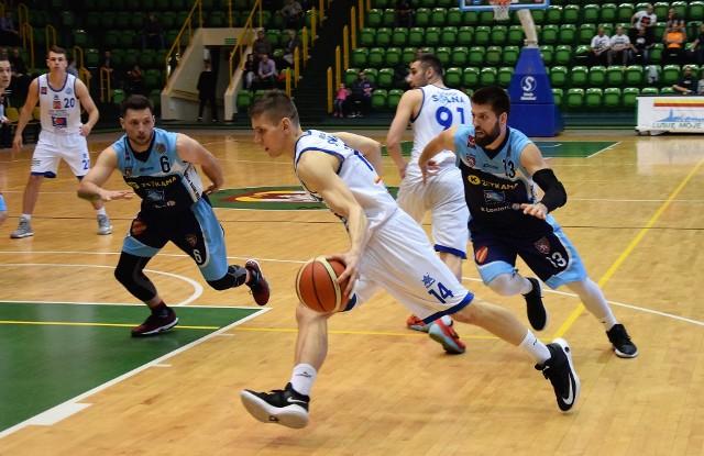Z pierwszoligowego parkietu. Koszykarzom KSK Noteć Inowrocław nie udało się pokonać ekipy Zetekama Doral Nysa Kłodzko. Choć po pierwszych dwóch kwartach opuszczali boisko w dobrych nastrojach prowadząc 33 do 31, ostatecznie ulegli swym gościom  68 do 78.