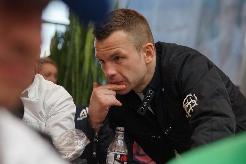 Pokazowy trening przed inowrocławską galą boksuDamian Jonak wejdzie na ring podczas najważniejszej walki inowrocławskiej bokserskiej gali