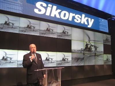 """Sergei Sikorsky urodził się w Nowym Jorku w 1925 roku; dorastał w Connecticut przyglądając się swojemu ojcu, pionierowi lotnictwa Igorowi Sikorskiemu który budował dla Pan American Airways i innych klientów na całym świecie sławne latające łodzie i """"Clipper'y""""."""