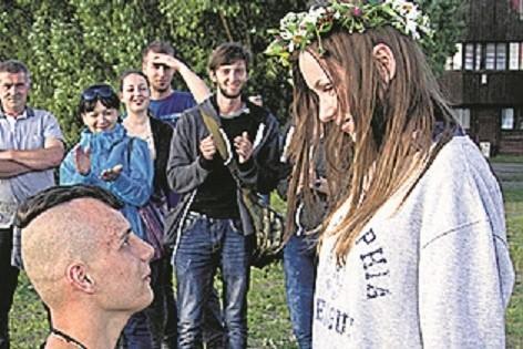 Ile lat spotyka się przed zaręczynami