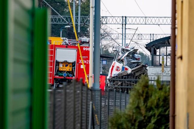 W kwietniowym wypadku pod Poznaniem zginęły dwie osoby – ratownik medyczny i lekarz rezydent.