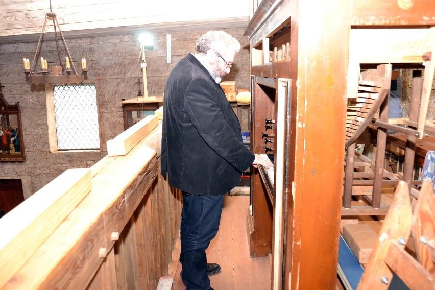 W roku 2011 zapadła decyzja o przebudowie chóru i trzeba było zdemontować organy. Wykonała to firma Ars Organum z Głogusza, która przeniosła organy do swojej pracowni w celu ich naprawy i konserwacji.