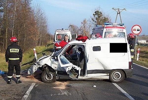 Kierowca citroena zmarł w szpitalu.