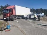 Wypadek w Zielonce pod Bydgoszczą. Ciężarówka zderzyła się z samochodem osobowym [zdjęcia]