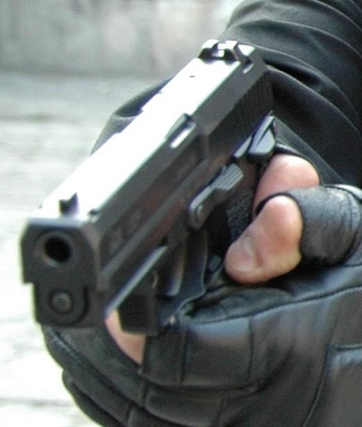 Nieznani bandyci z zimną krwią zastrzelili przemyślanina.