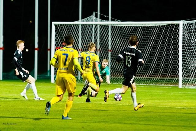 Dla Ekoball Stali Sanok (żółte stroje) to dopiero czwarta wygrana w tym sezonie.