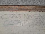 """Napis """"PZPR"""" na biurze PiS nie był propagowaniem komunizmu. Zarzut wycofała prokuratura w Wąbrzeźnie"""