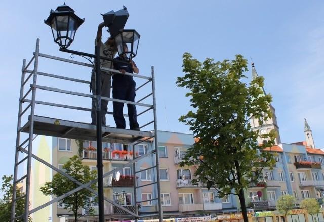 Nowe lampy na oleskim Rynku