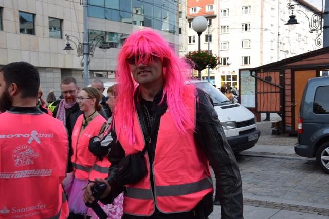 Motocykliści w różowych kamizelkach przejechali po centrum Wrocławia