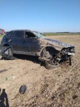 Wypadek na Drodze Wojewódzkiej nr 491. BMW dachowało. Kierowca przewieziony do szpitala