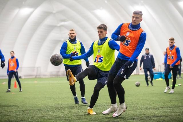 Lech Poznań trenuje przy Bułgarskiej pod balonem, który przykrywa boisko ze sztuczną nawierzchnią