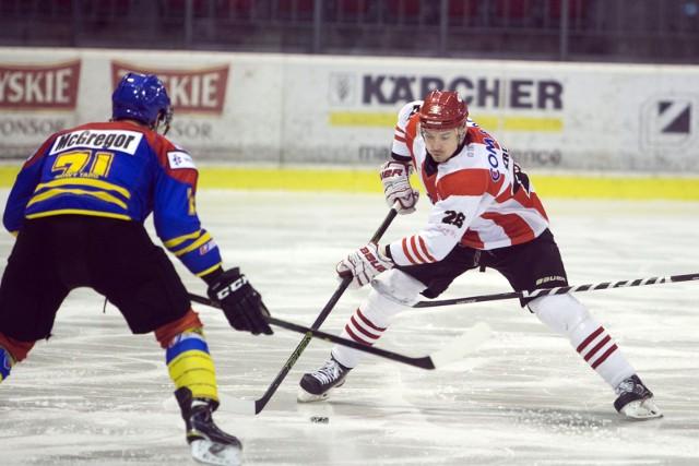 Z prawej gracz Cracovii Maciej Kruczek, który strzelił gola na 4:0