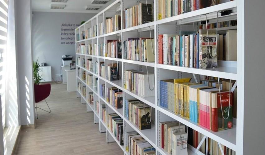 Dorośli wypożyczali najczęściej literaturę sensacyjno-kryminalną, obyczajowo-romansową, fantastykę, literaturę faktu oraz biografie.