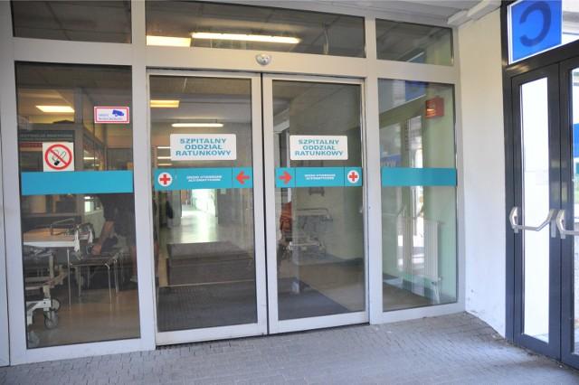 W nocy z soboty na niedzielę w szpitalu przy ul. Lutyckiej w Poznaniu doszło do bójki na SOR. Lekarz poszkodowany w bójce na SOR w Poznaniu doznał wstrząśnienia mózgu.
