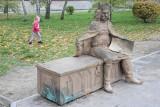 W Nakle jest problem. Pieski sikają na ławkę króla bez pardonu!