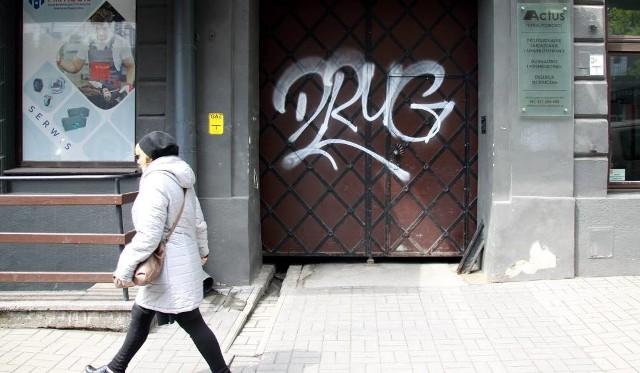 Od tygodnia piętnujemy na naszych łamach pseudograffiti