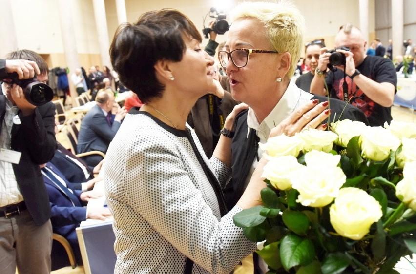 Marszałek Elzbieta Anna Polak i przewodnicząca sejmiku...