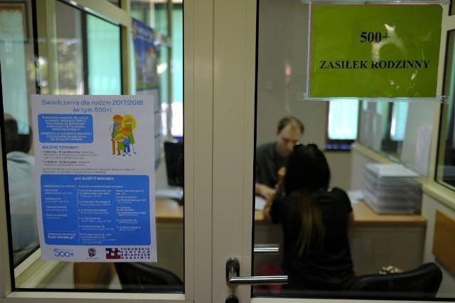 Toruńskie Centrum Świadczeń cały czas rozpatruje wnioski o przedłużenie świadczenia 500 plus