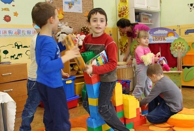 W Krapkowicach większość miejskich przedszkoli ma komplet dzieci. Wolne miejsca zostały za to w wiejskich placówkach.