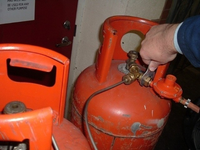 Chciał popełnić samobójstwo przy pomocy butli gazowej